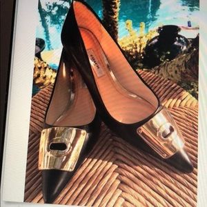 Coach shoes Lawrence Heel w/Gold toe Buckle size6